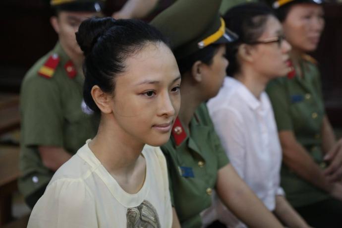 Vụ Hoa hậu Phương Nga: Hợp đồng tình ái là giả mạo? - 1