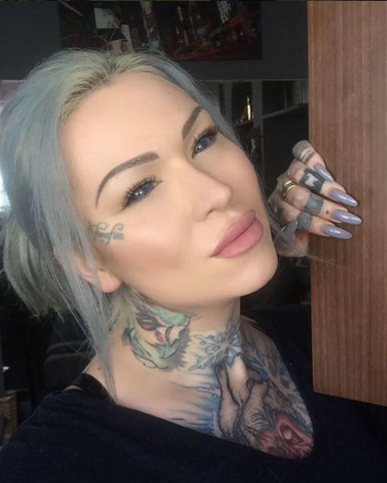 Cô gái xăm nhãn cầu màu xanh và lưỡi xẻ đôi gây sốc - 3