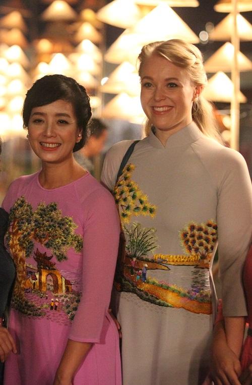 Nghệ sĩ, giai nhân Việt rạng rỡ trảy hội áo dài Hà Nội - 10
