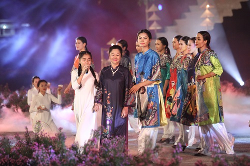 Nghệ sĩ, giai nhân Việt rạng rỡ trảy hội áo dài Hà Nội - 14