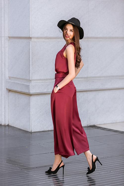 Phạm Hương mặc váy rẻ bèo vẫn sang chảnh, thời thượng - 1