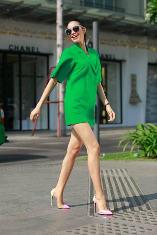 Phạm Hương mặc váy rẻ bèo vẫn sang chảnh, thời thượng - 3