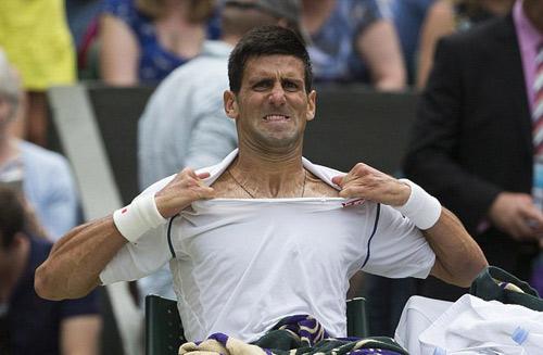 Chiêu trò: Djokovic đập vợt, xé áo vẫn thua đau - 1