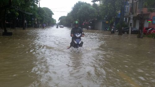 Nghệ An: 2 người chết, hàng nghìn HS phải nghỉ học vì mưa lũ - 2