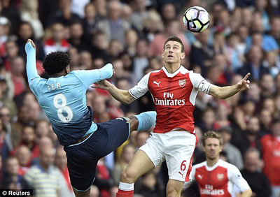 Chi tiết Arsenal - Swansea: Lỡ ngôi đầu bảng (KT) - 3