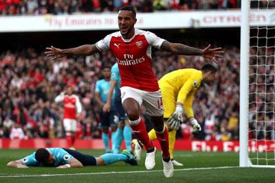 Chi tiết Arsenal - Swansea: Lỡ ngôi đầu bảng (KT) - 5