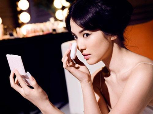 """Sự thật những vụ gái bao """"nghìn tỷ"""" của showbiz châu Á - 1"""
