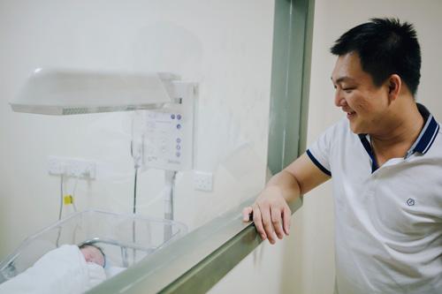 Dương Cẩm Lynh sinh con trai đầu lòng - 1