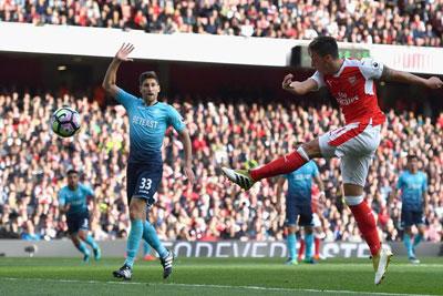 Chi tiết Arsenal - Swansea: Lỡ ngôi đầu bảng (KT) - 7