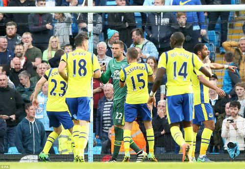 Thủ môn Everton 2 lần khiến Man City ôm hận chấm 11m - 3