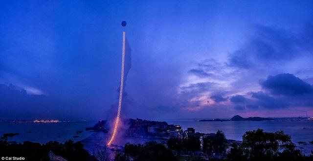 Mừng bà trăm tuổi, lén phóng pháo hoa dài nửa km lên trời - 1
