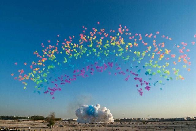 Mừng bà trăm tuổi, lén phóng pháo hoa dài nửa km lên trời - 6