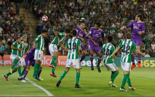 Real Betis - Real Madrid: Bắn phá ác liệt - 1