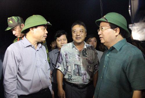 Miền Trung chìm trong biển nước, Phó Thủ tướng họp khẩn trong đêm - 2