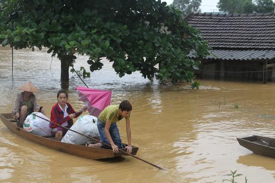 Thủy điện xả lũ quá nhanh, hàng chục ngàn nhà dân ngập - 1