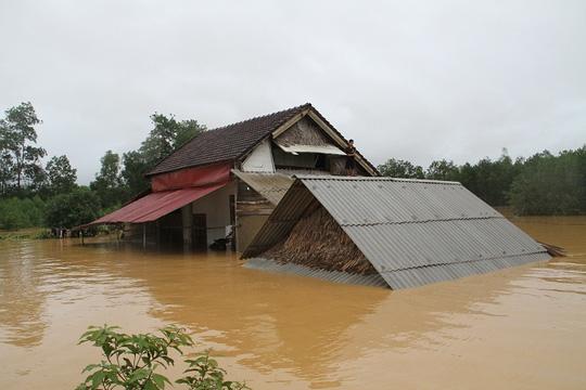 Thủy điện xả lũ quá nhanh, hàng chục ngàn nhà dân ngập - 3