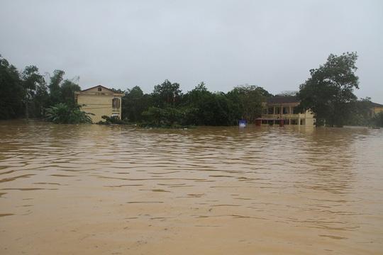 Thủy điện xả lũ quá nhanh, hàng chục ngàn nhà dân ngập - 4