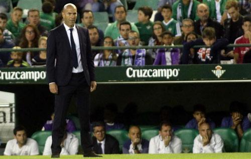 """Real thắng đậm, Zidane mừng vì Ronaldo """"giải hạn"""" - 1"""