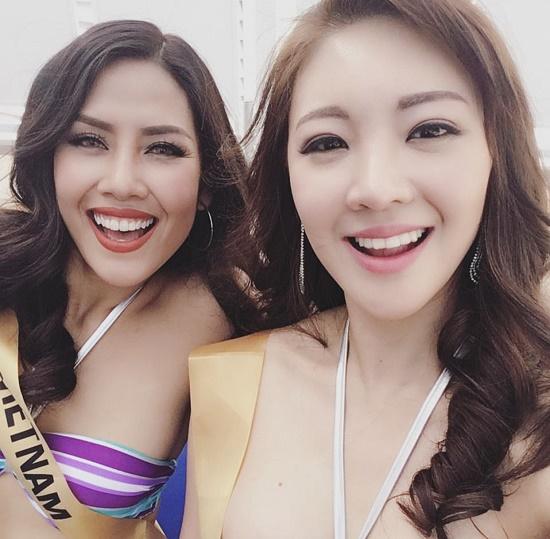 Nguyễn Thị Loan trình diễn áo tắm bốc lửa trên sàn quốc tế - 4