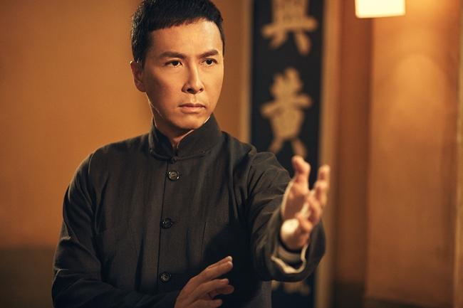 Chân Tử Đan sinh năm 1963, là ngôi sao võ thuật Trung Quốc nổi tiếng trên thế giới.