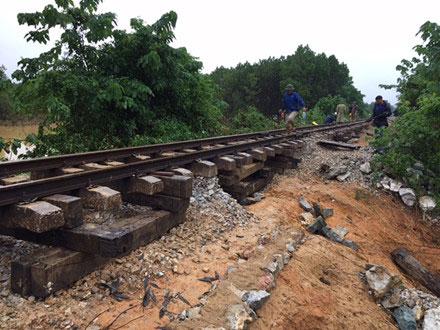 Đường sắt Bắc – Nam qua Quảng Bình chưa thể thông tuyến - 1