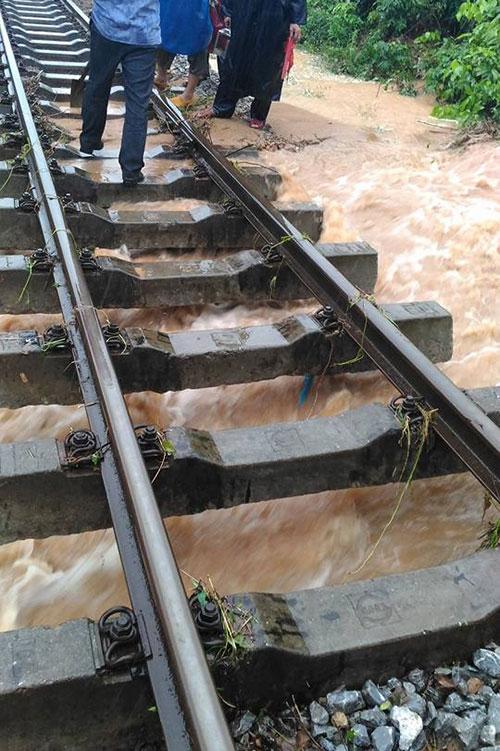 Đường sắt Bắc – Nam qua Quảng Bình chưa thể thông tuyến - 2