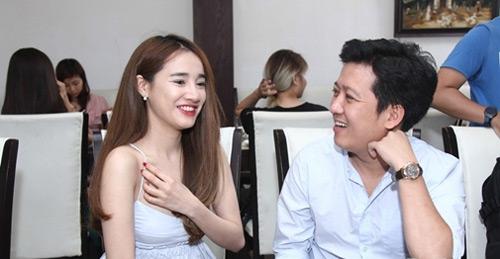 Hình ảnh bạo nhất của bạn gái Trấn Thành, Trường Giang nơi đông người - 8