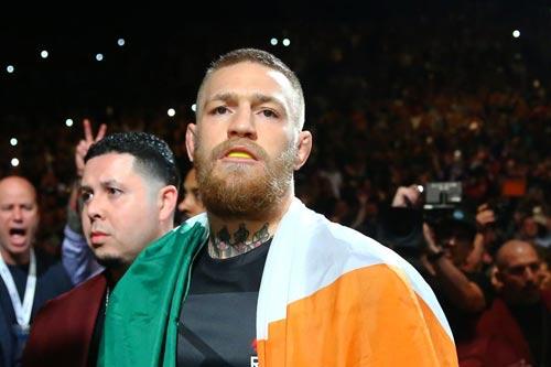 """Mayweather không đánh với """"Gã điên UFC"""" vì… sợ chết - 1"""