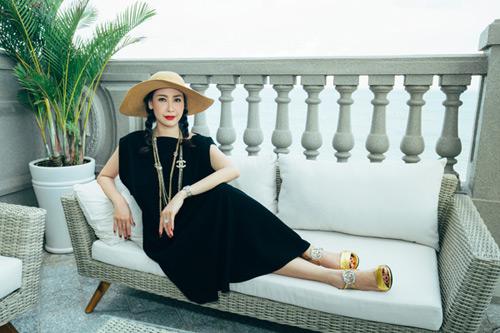 Choáng ngợp cuộc sống xa hoa của hoa hậu Việt đăng quang trẻ tuổi nhất - 3