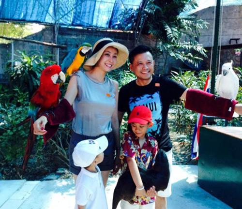 Choáng ngợp cuộc sống xa hoa của hoa hậu Việt đăng quang trẻ tuổi nhất - 13