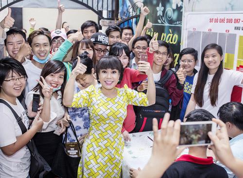 Việt Hương tặng vé miễn phí cho người hâm mộ - 1