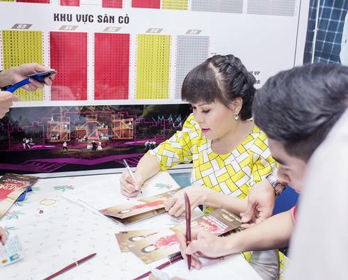 Việt Hương tặng vé miễn phí cho người hâm mộ - 2