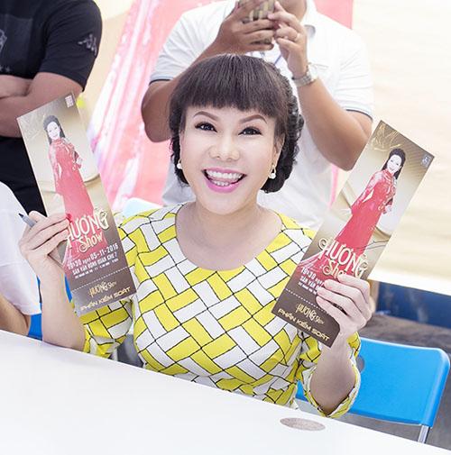 Việt Hương tặng vé miễn phí cho người hâm mộ - 3