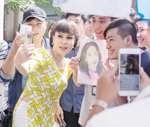 Việt Hương tặng vé miễn phí cho người hâm mộ - 4