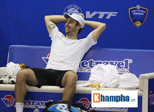 Fan nữ đuổi theo nhà vô địch Vietnam Open tới tận phòng nghỉ - 4