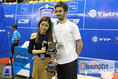 Fan nữ đuổi theo nhà vô địch Vietnam Open tới tận phòng nghỉ - 7