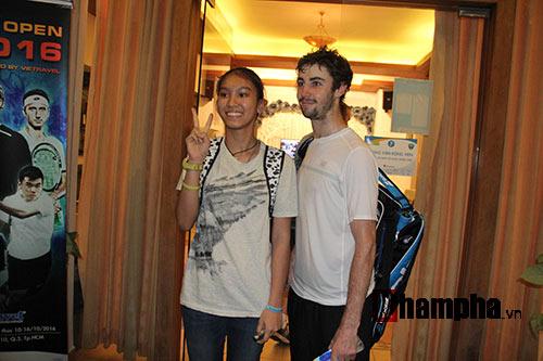 Fan nữ đuổi theo nhà vô địch Vietnam Open tới tận phòng nghỉ - 10