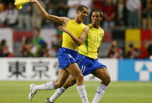 """Phù thủy bóng đá Brazil"": Rivaldo hay Ronaldinho? - 1"