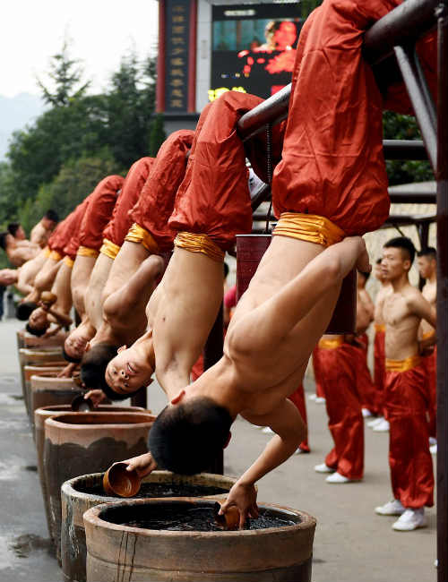 Choáng ngợp màn đồng diễn võ Thiếu Lâm tuyệt đỉnh - 2