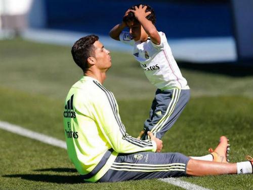 Ronaldo con từ chối Real, ghi bàn ra mắt đội hạng 4 - 1