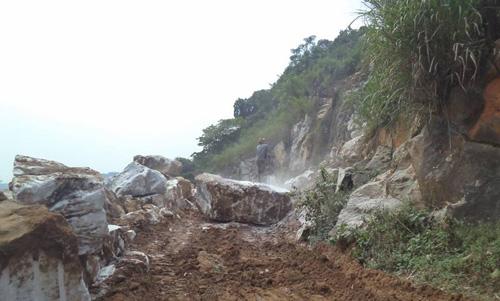 Sập mỏ đá ở Nghệ An, ít nhất 4 người thương vong - 1