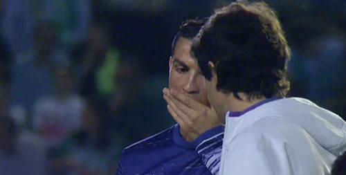 """Chuyện lạ: """"Siêu nhân"""" Ronaldo cũng phải uống thuốc - 1"""