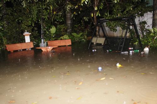 TPHCM: Vỡ bờ bao, dân tháo chạy khỏi nhà trong đêm - 5