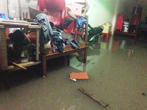 TPHCM: Vỡ bờ bao, dân tháo chạy khỏi nhà trong đêm - 10