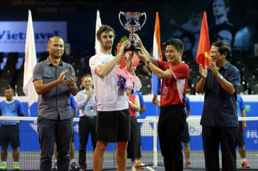 Fan nữ đuổi theo nhà vô địch Vietnam Open tới tận phòng nghỉ - 5
