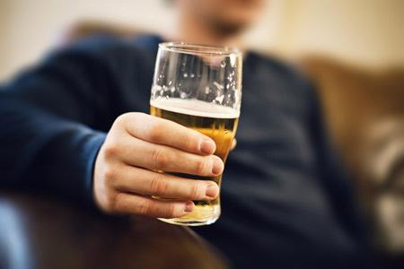 Người bị bệnh gút có nên uống rượu, bia không? - 1