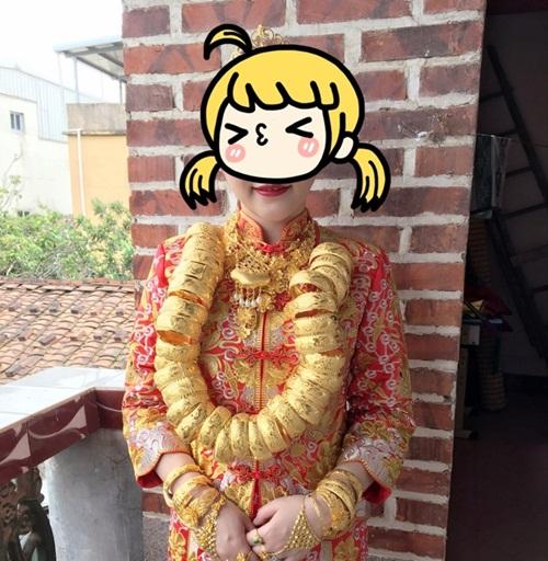 Cô dâu TQ đeo hàng chục kg vàng trong ngày cưới - 1