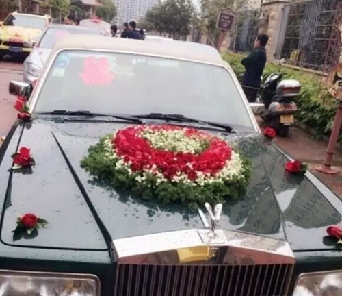 Cô dâu TQ đeo hàng chục kg vàng trong ngày cưới - 2