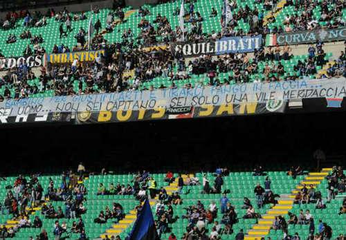 Sao Inter bị mafia dọa bẻ gãy chân vì dám cướp vợ bạn - 4