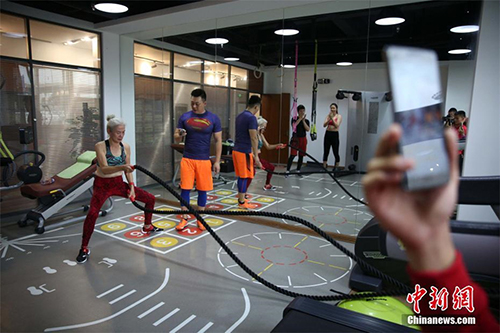 Cụ bà 71 tuổi gây sốc vì tập gym khỏe hơn thanh niên - 4